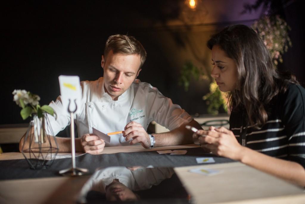 chef Olma pracuje nad menu restauracji