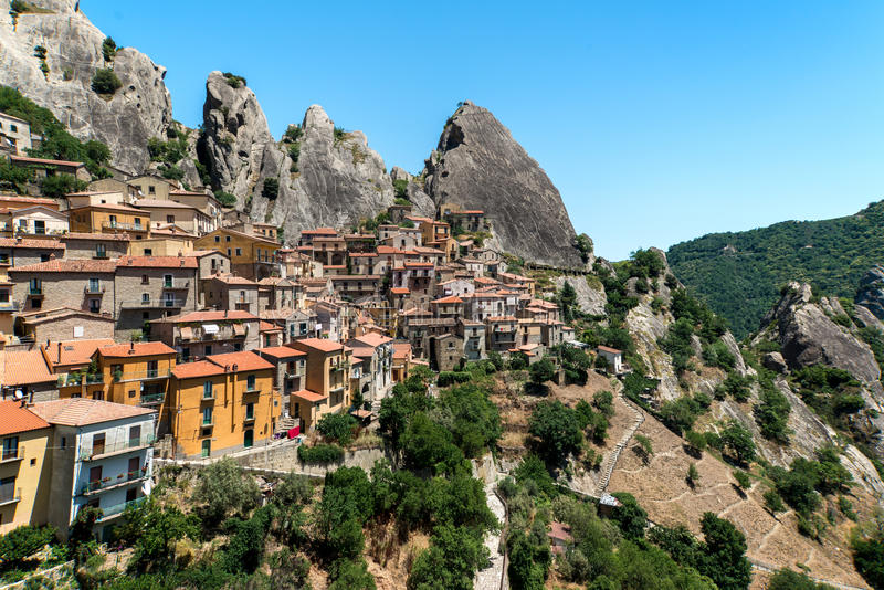 castelmezzano-italy-mountain-cliffside-town-located-near-potenza-32254083